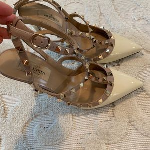 Valentino RockStud cream & gold heels !